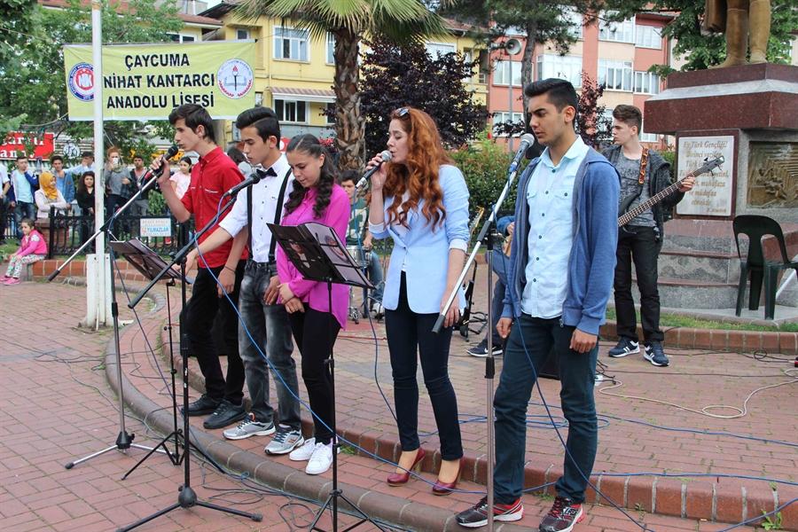 Resim Liseli Gençlerden Resim Sergisi ve Gençlik Konseri