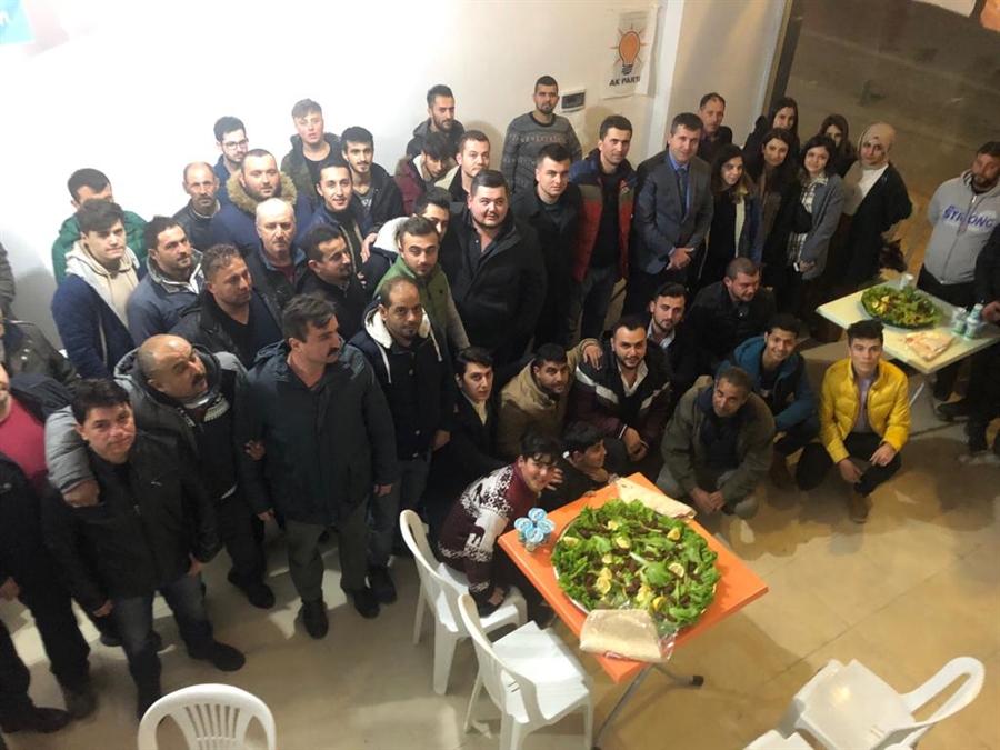 Resim İstasyon'un Gençleri Karayılmaz'ı Bağrına Bastı