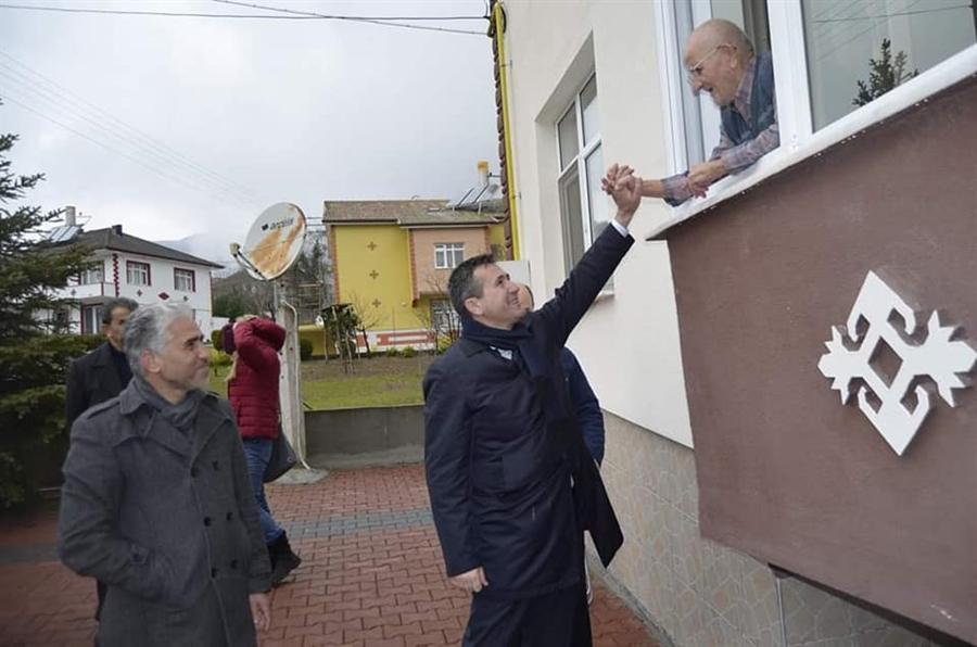 Resim Güler Yüzü Mahalle Sakinlerinin Takdirini Topladı